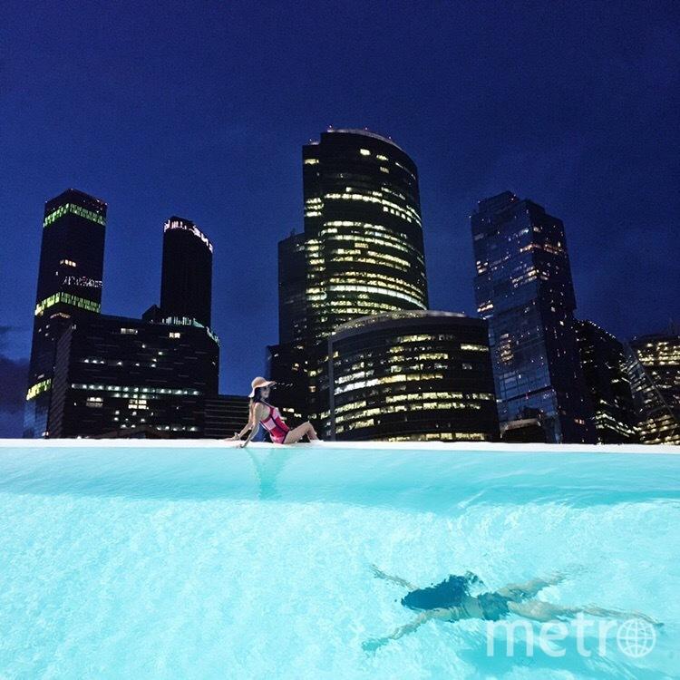 А вот бассейн с ночными видами на Москоу сити. Фото Виктория Стаценко
