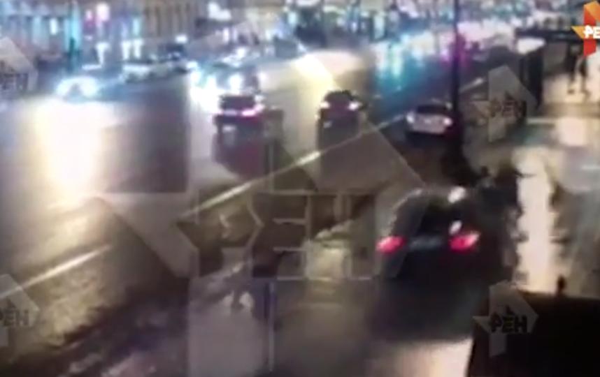"""Страшная авария в центре Петербурга: водитель, по данным СМИ,  накануне """"подышал"""" веселящего газа. Фото скриншот видео https://ren.tv/"""