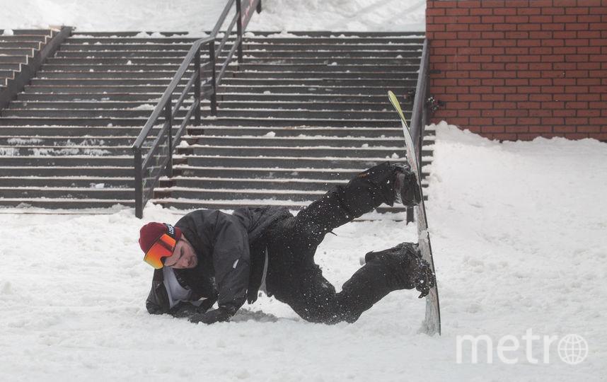 """23 февраля на Конюшенной площади российские и иностранные спортсмены собрались, чтобы продемонстрировать свое мастерство в джиббинге - одной из самых зрелищных дисциплин сноубординга. Фото Святослав Акимов., """"Metro"""""""