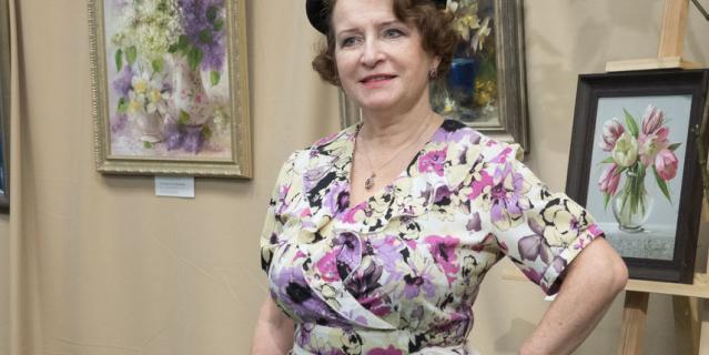 Красотки показали винтажную моду: в Петербурге прошел ретропоказ.