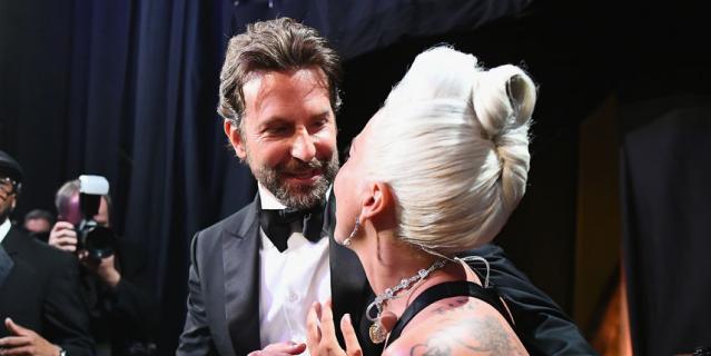 Леди Гага и Брэдли Купер покорили зрителей кинопремии.