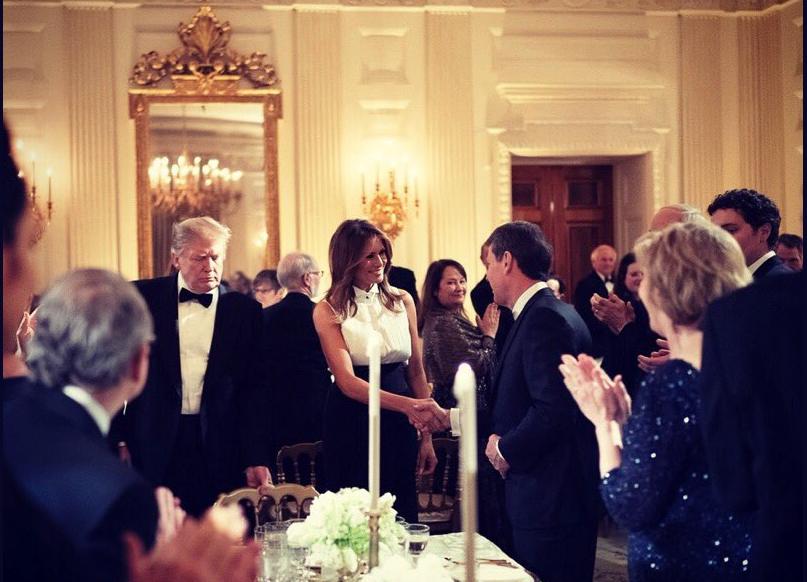 """Дональд и Мелания Трамп в Белом доме на Governors Ball. Фото https://twitter.com/FLOTUS, """"Metro"""""""