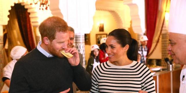 Принца Гарри и Меган Маркл угощали местными блюдами.