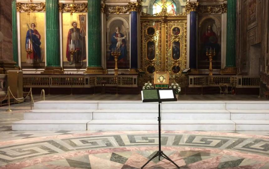 Концертный хор Санкт-Петербурга исполнил необычную песню в Исаакиевском соборе в День защитника Отечества. Фото скриншот https://vk.com/club147188