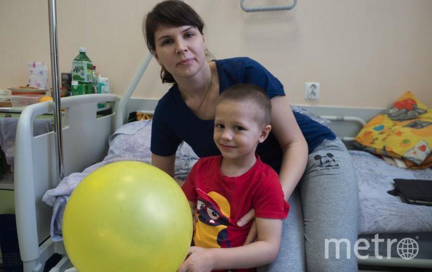 Никита Уринов с мамой. Фото Святослав Акимов, Getty