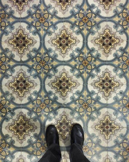 """В некоторых домах узоры на плитке на каждом этаже разные. Фото Instagram @hidden_moscow, """"Metro"""""""
