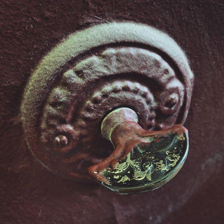 "Такой звонок тренькает при повороте рычажка. Фото Instagram @hidden_moscow, ""Metro"""