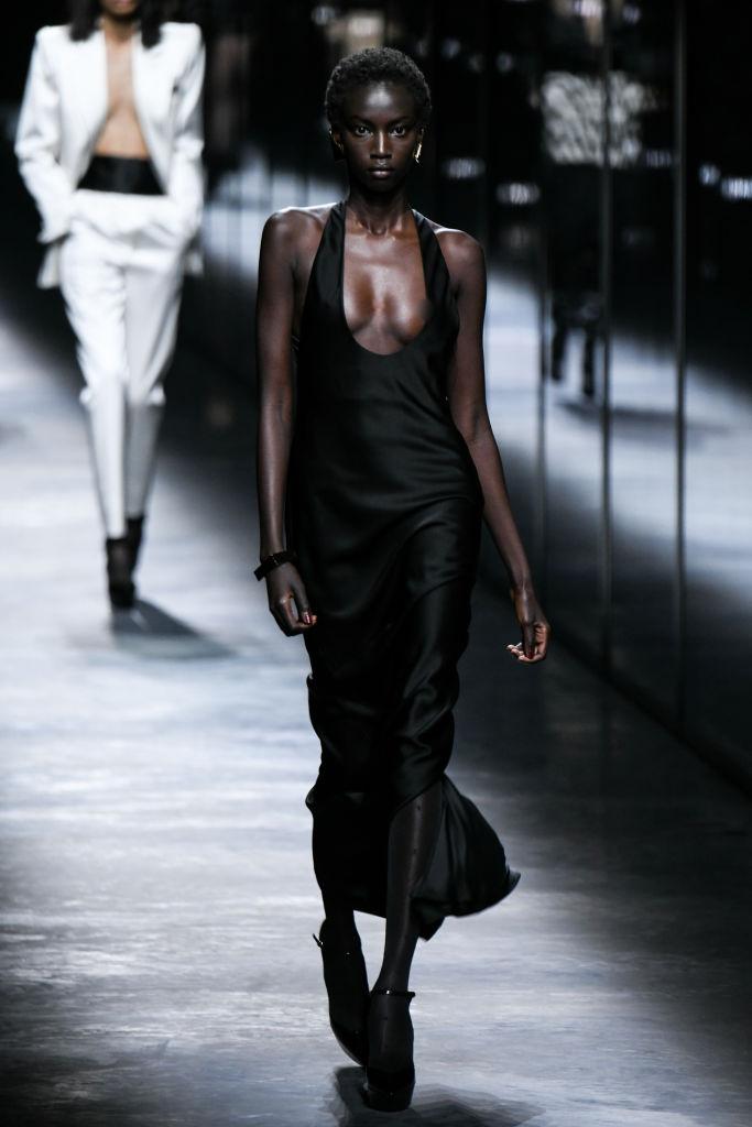 Показ Saint Laurent в рамках Недели моды в Париже. Фото Getty