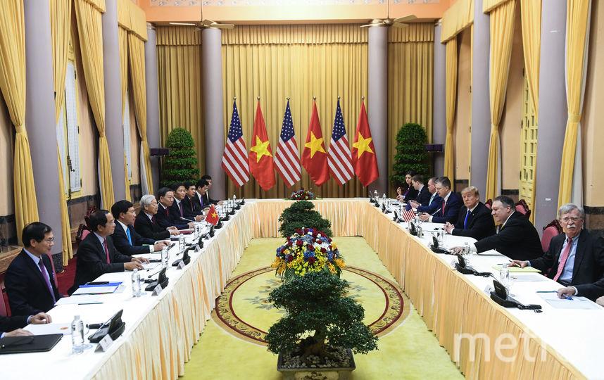 Дональд Трамп на встрече с президентом Вьетнама Нгуен Фу Чонгом. Фото AFP