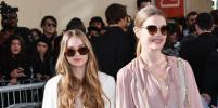Наталья Водянова привела сестру на показ Christian Dior в Париже