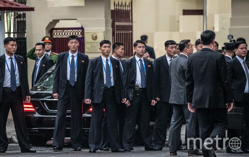 Ким Чен Ын везде ходит с сопровождающими. Фото Getty