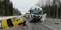 В жестком ДТП с микроавтобусом и самосвалом на трассе