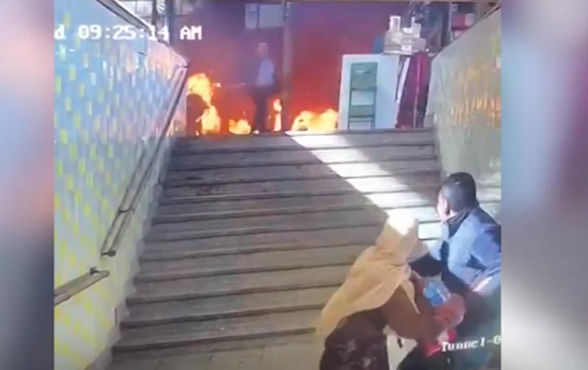 Видео крушения локомотива на вокзале в Каире, вызвавшего крупный пожар и унесшего жизни почти трех десятков человек.