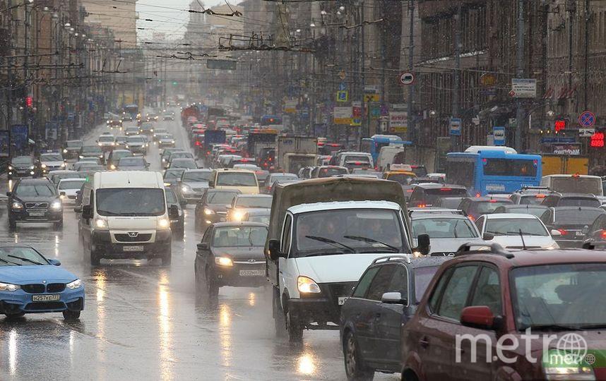 Водителей в Москве просят пересесть на городской транспорт. Фото Василий Кузьмичёнок