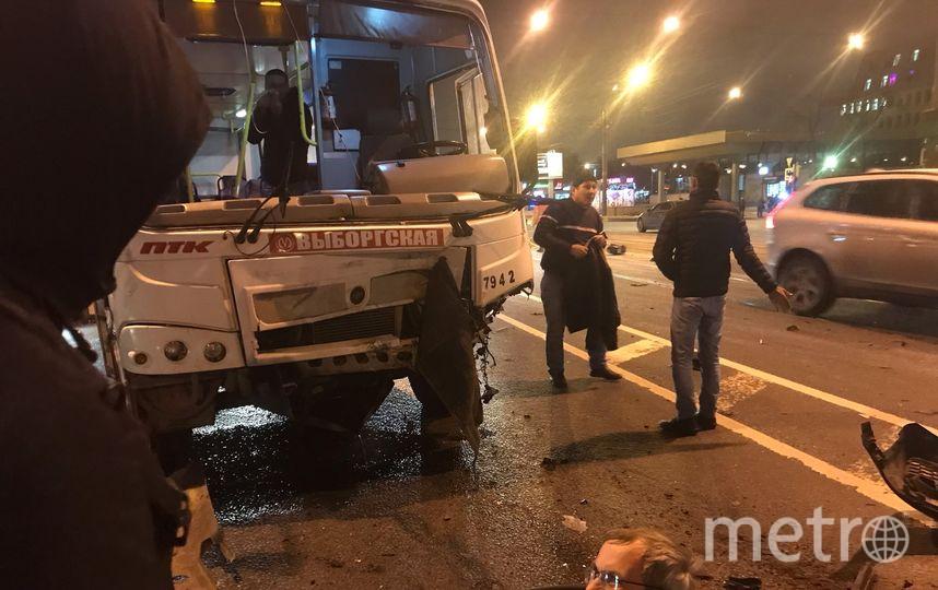 "Фото с места ДТП на Лесном в Петербурге. Фото https://vk.com/spb_today, ""Metro"""