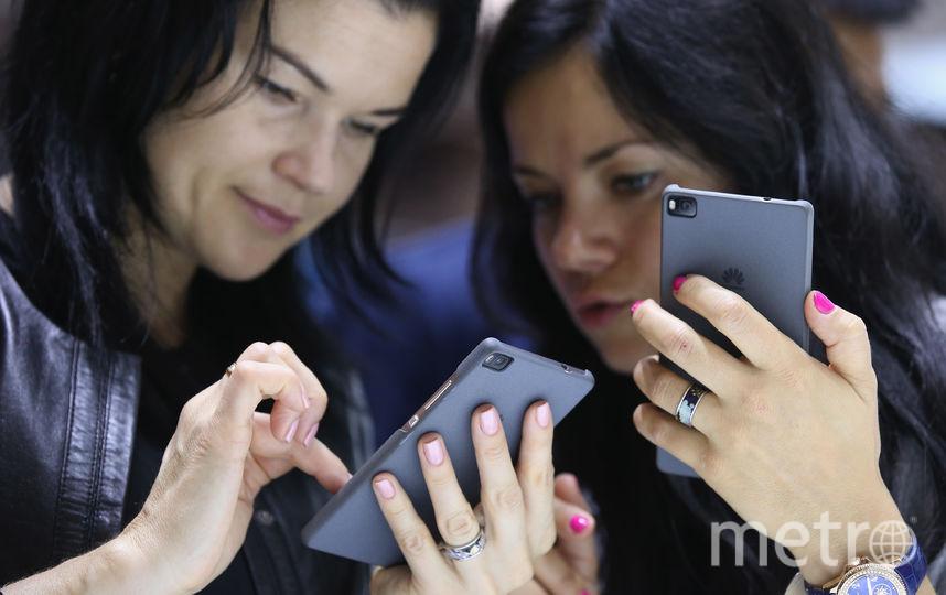Роскачество и эксперты по кибербезопасности дали свои рекомендации, как не стать жертвой мобильных шпионов. Фото Getty