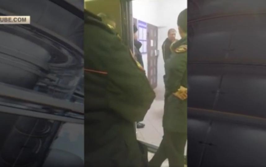 Александр Емельяненко доставлен в суд Кисловодска. Фото скриншот YouTube