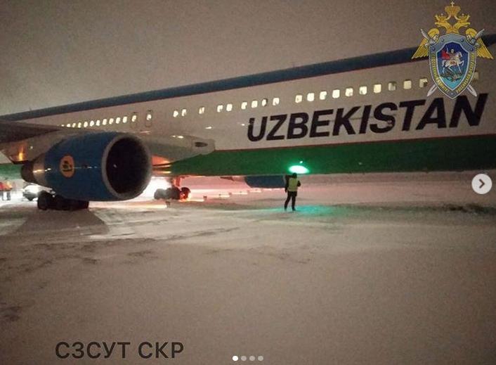В Пулково самолет выкатился за за пределы взлетно-посадочной полосы. Фото http://szsut.sledcom.ru/