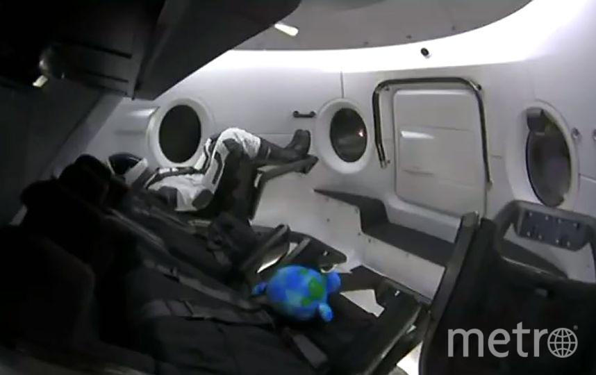Космический корабль Crew Dragon успешно пристыковался к МКС в автоматическом режиме. Фото AFP