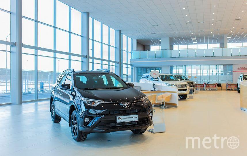 """""""Тойота Центр Волхонский"""" предоставил весь модельный ряд автомобилей Toyota, выпущенных для российского рынка. Фото """"Metro"""""""