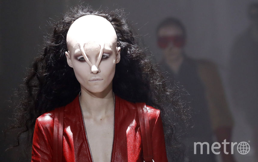 Красотки-модели на показе Рика Оуэнса стали инопланетянами. Фото AFP