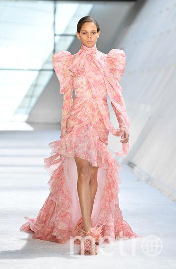 Неделя моды в Париже: Giambattista Valli осень-зима 2019/2020. Фото Getty