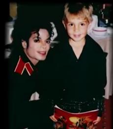 Майкл Джексон (слева) и Робсон (справа). Фото  скриншот youtube @ CBS This Morning, Скриншот Youtube