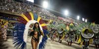С голой грудью - под звуки музыки: карнавал в Рио-де-Жанейро в самом разгаре