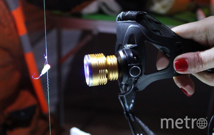 """Мормышки нужно подсвечивать лампой, чтобы они были видны в воде. Фото Дарья Есенина., """"Metro"""""""