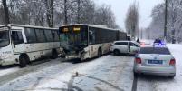 ДТП с автобусом перекрыло Ораниенбаумское шоссе в Петербурге: фото