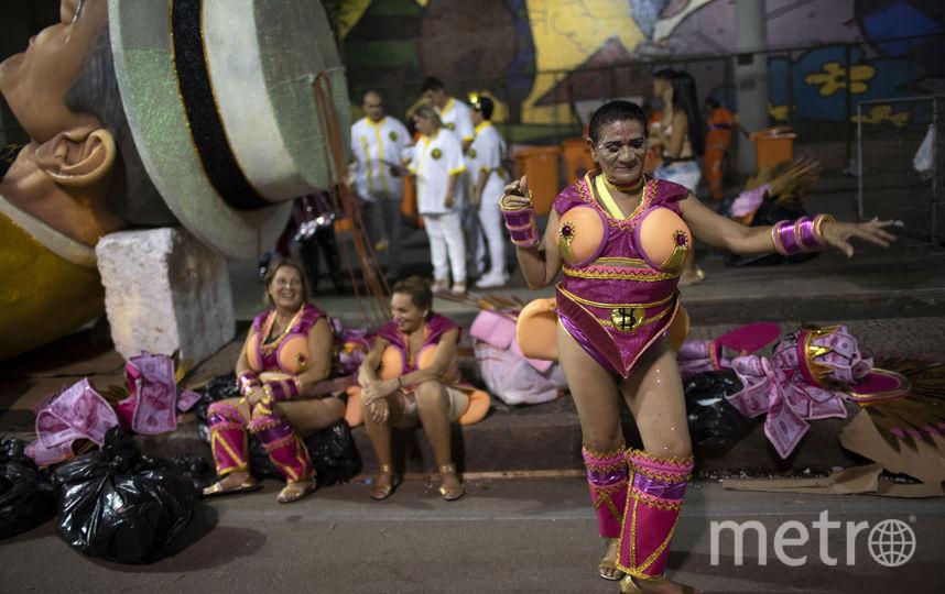 goryachie-brazilskie-krasotki-tantsuyut-sambo-porno-kopilka-foto-volosatie