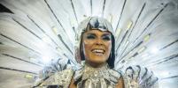 Голая грудь, стразы и яркие эмоции: горячие красотки не стесняются ничего в Рио-де-Жанейро