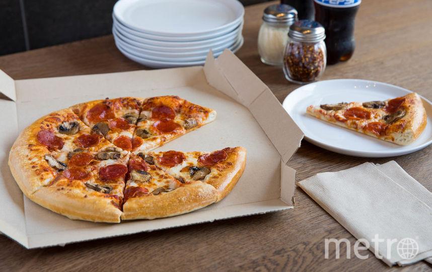 Пилот заказл для пассажиров 23 коробки пиццы с сыром и пепперони. Фото Getty