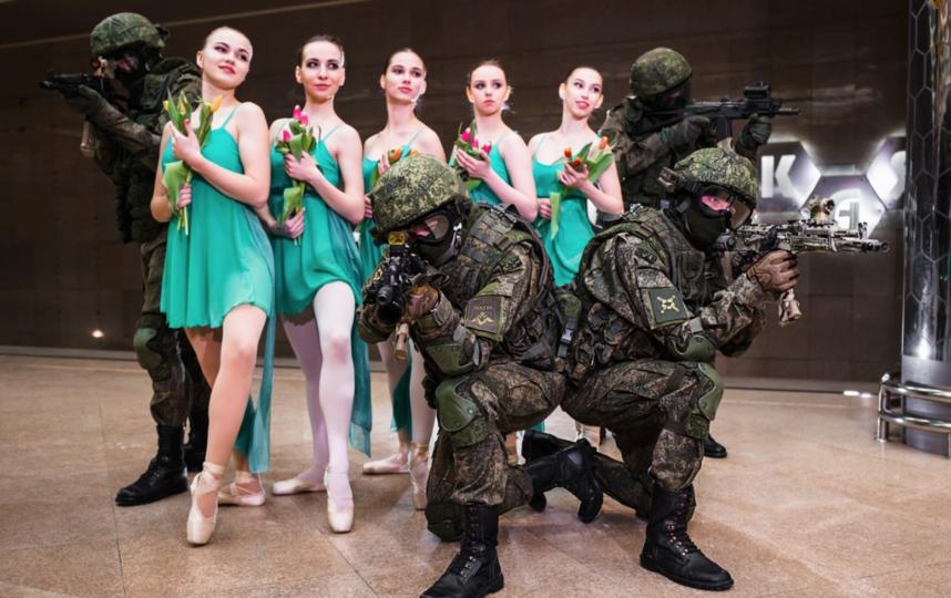 Военнослужащие Центрального военного округа поздравили женщин с 8 марта. Фото Иван Искоренко, Варя Иванова, Предоставлено организаторами
