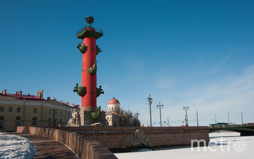 Ростральная колонна на стрелке Васильевского острова. Фото https://pixabay.com/
