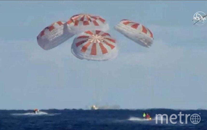 Crew Dragon успешно приводнился. Фото AFP