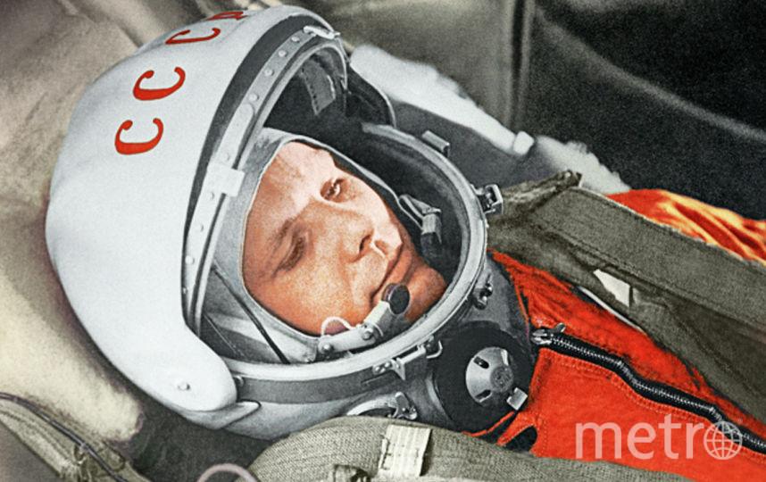 """Юрий Гагарин готовится к историческому полёту на корабле """"Восток"""". Фото РИА Новости"""
