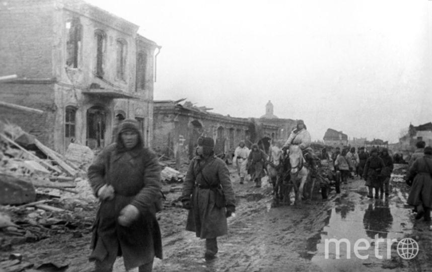 Солдаты освобождают Гжатск, где после Клушино поселится семья Гагариных. Фото РИА Новости