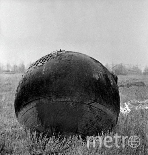Спускаемый аппарат где-то на картофельном поле Саратовской области. Фото РИА Новости