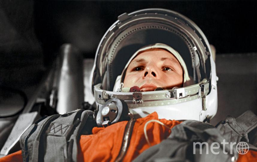 """Гагарин в космическом корабле """"Восток"""". Фото РИА Новости"""