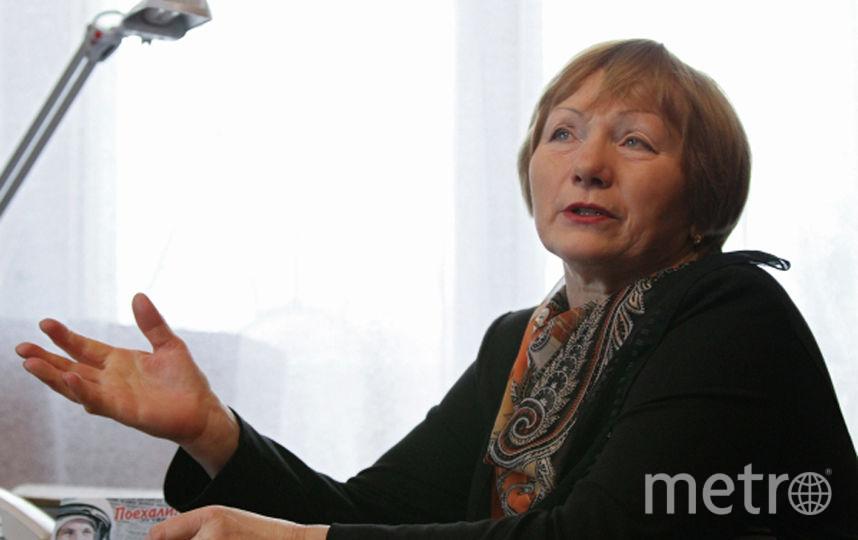 Племянница первого в мире летчика-космонавта Тамара Филатова дает интервью представителю СМИ. Фото РИА Новости