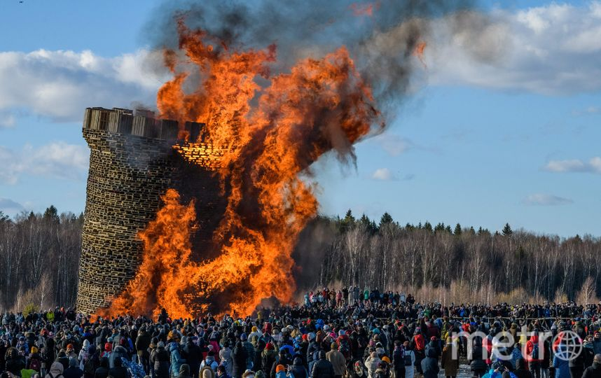 """В """"Никола-Ленивце"""" произошло сожжение Бастилии. Фото AFP"""