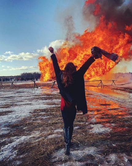 "В ""Никола-Ленивце"" произошло сожжение Бастилии. Фото Скриншот https://www.instagram.com/dasha___kondrashova/"