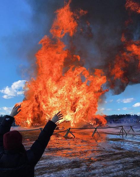 """В """"Никола-Ленивце"""" произошло сожжение Бастилии. Фото Скриншот https://www.instagram.com/qriesta/"""