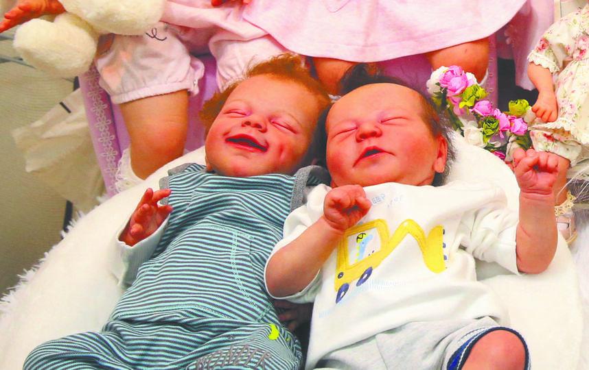 Реборны-близняшки. Фото Василий Кузьмичёнок