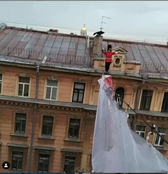 "Скрин-шот видео рискованного трюка. Фото https://www.instagram.com/kagin_maksim/, ""Metro"""