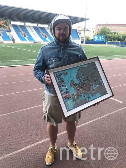 Максим мечтает побывать в странах, которые на его карте не отмечены значками. Фото из личного архива героя публикации
