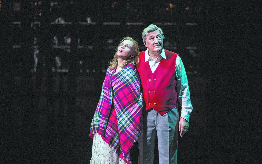 Инкен Петерс (Ирина Леонова) и Маттиас Клаузен (Борис Клюев) любуются звёздами. Фото Евгений Люлюкин