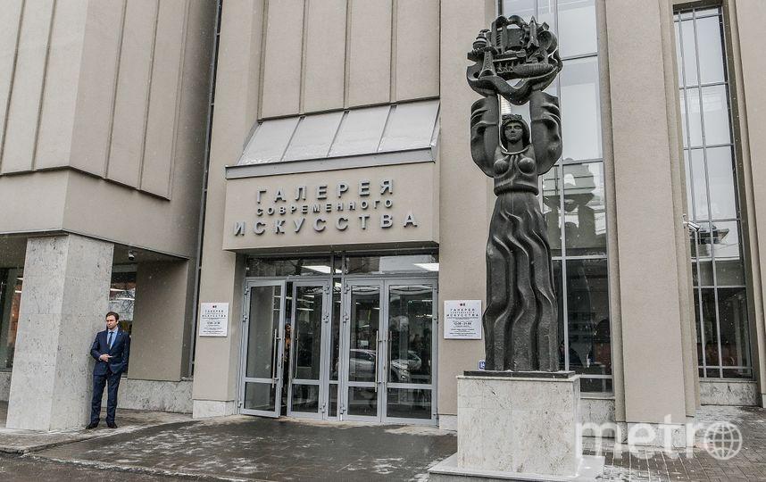 Кто принесёт более двух килограмм макулатуры получит бесплатный билет на выставку Егора Плотникова. Фото tigp.ru