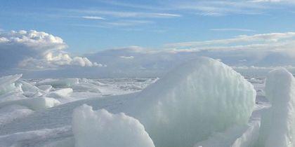 Ледяная красота: Завораживающие фото ледяных торосов на Финском заливе